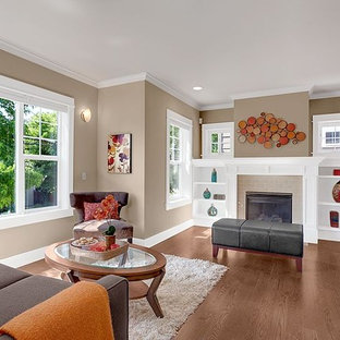 Example of a minimalist living room design in Seattle