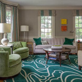 Foto de salón para visitas cerrado, clásico renovado, de tamaño medio, sin televisor y chimenea, con paredes grises y suelo de madera en tonos medios