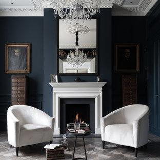 На фото: парадная, изолированная гостиная комната среднего размера в стиле современная классика с синими стенами, стандартным камином и серым полом с