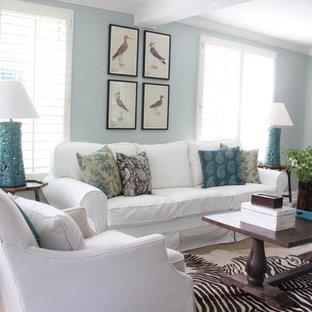ジャクソンビルの広いビーチスタイルのおしゃれな独立型リビング (フォーマル、青い壁、暖炉なし、テレビなし、磁器タイルの床) の写真