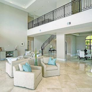 マイアミの大きい地中海スタイルのおしゃれなLDK (フォーマル、ベージュの壁、大理石の床、暖炉なし、テレビなし、ベージュの床) の写真