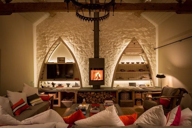 Farmhouse Living Room by Barlow & Barlow Design