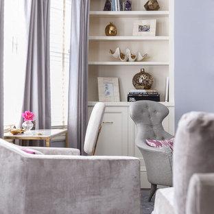 Foto di un grande soggiorno classico aperto con pareti viola, camino classico e cornice del camino in metallo