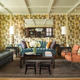 ニューヨークの中サイズのトランジショナルスタイルのおしゃれな独立型リビング (フォーマル、マルチカラーの壁、淡色無垢フローリング、テレビなし、暖炉なし) の写真