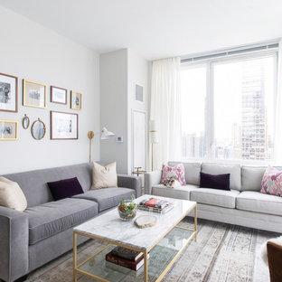 Ejemplo de salón abierto, retro, pequeño, sin chimenea, con paredes blancas, suelo de madera en tonos medios y televisor independiente