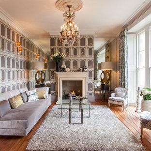 Inspiration för stora moderna separata vardagsrum, med ett finrum, flerfärgade väggar och mellanmörkt trägolv