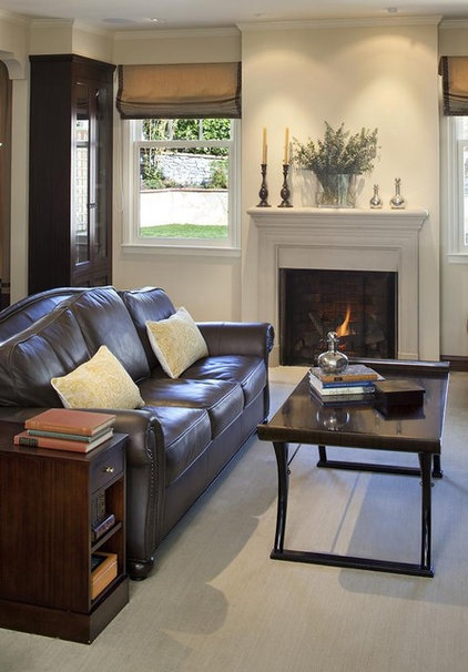 traditional living room by Lindy Donnelly