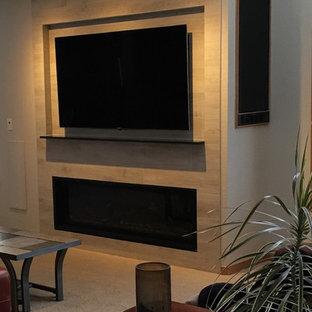デンバーの中くらいのコンテンポラリースタイルのおしゃれなLDK (ミュージックルーム、グレーの壁、カーペット敷き、標準型暖炉、タイルの暖炉まわり、壁掛け型テレビ) の写真