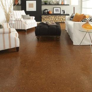Idee per un grande soggiorno design aperto con sala formale, pavimento in sughero, pavimento marrone e pareti beige
