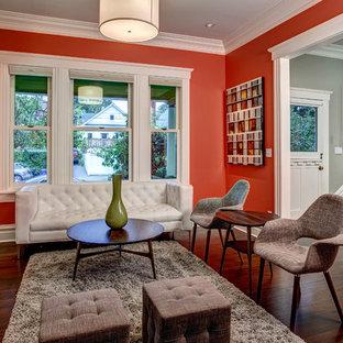 Réalisation d'un salon avec une bibliothèque ou un coin lecture craftsman avec un mur rouge.