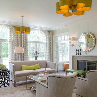 Idee per un soggiorno design con sala formale, pareti blu, parquet scuro, camino classico e cornice del camino in metallo