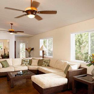 ハワイの中サイズのトロピカルスタイルのおしゃれなLDK (フォーマル、白い壁、コンクリートの床、暖炉なし、テレビなし) の写真