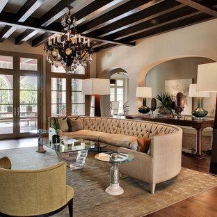 Idee per un grande soggiorno mediterraneo con pareti beige