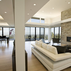 contemporary living room by De Mattei Construction