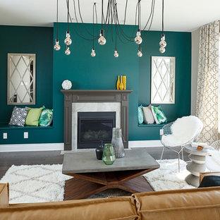 オタワのインダストリアルスタイルのおしゃれなリビング (マルチカラーの壁、標準型暖炉、木材の暖炉まわり) の写真