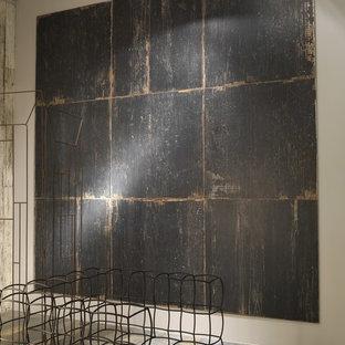 Exempel på ett mycket stort rustikt allrum med öppen planlösning, med ett finrum, grå väggar och klinkergolv i porslin