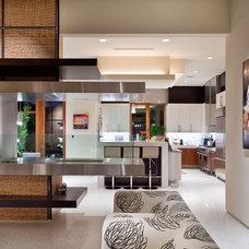 Modern Living Room by KuDa Photography