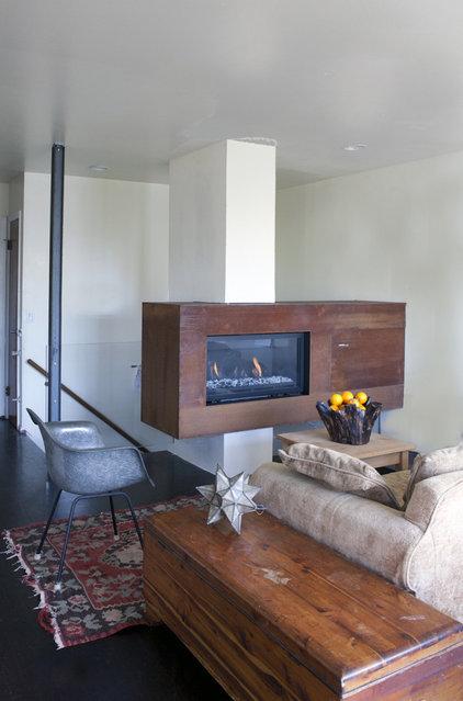 Contemporary Living Room by Architect Mason Kirby Inc.