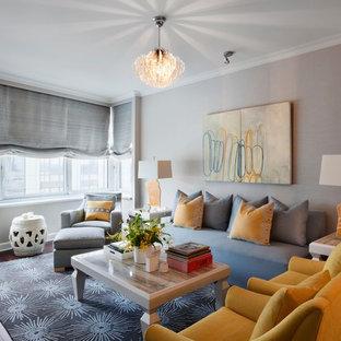 Idee per un soggiorno design di medie dimensioni e chiuso con sala formale, pareti grigie, parquet scuro, nessun camino e nessuna TV
