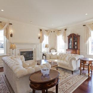 Idee per un soggiorno chic con sala formale, pareti beige e camino classico