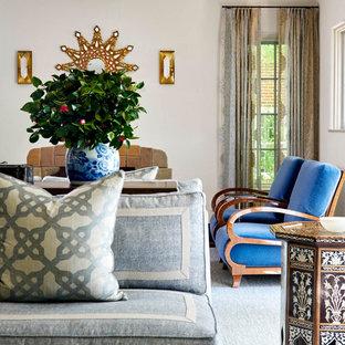 ダラスの広いトランジショナルスタイルのおしゃれな独立型リビング (フォーマル、黄色い壁、無垢フローリング、標準型暖炉、タイルの暖炉まわり、テレビなし、白い床) の写真