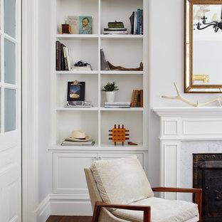 サンフランシスコの中サイズのヴィクトリアン調のおしゃれな独立型リビング (フォーマル、白い壁、濃色無垢フローリング、標準型暖炉、石材の暖炉まわり、茶色い床) の写真