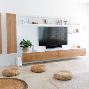 Esempio di un grande soggiorno design aperto con pareti bianche, pavimento in pietra calcarea, camino bifacciale, pavimento beige e TV a parete