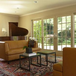 Foto di un soggiorno boho chic con sala della musica e pareti beige