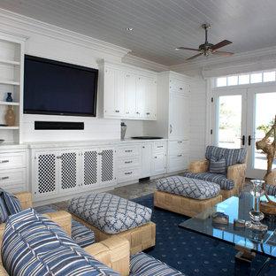 Diseño de salón para visitas cerrado, tradicional, de tamaño medio, sin chimenea, con paredes blancas, televisor colgado en la pared, suelo de baldosas de porcelana y suelo gris