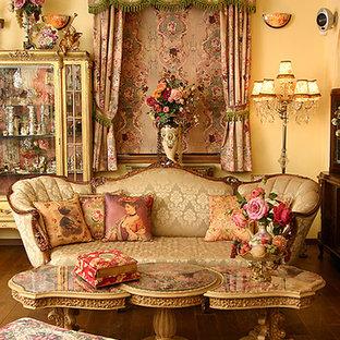 Пример оригинального дизайна: парадная гостиная комната в викторианском стиле с желтыми стенами