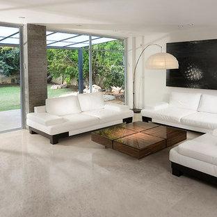 Esempio di un soggiorno minimalista con pareti bianche e pavimento in marmo