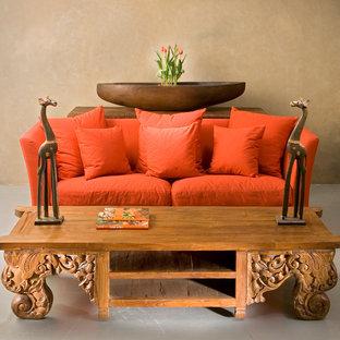 Ispirazione per un piccolo soggiorno tropicale con pareti beige