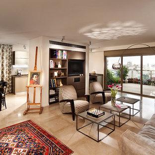 Idee per un grande soggiorno design aperto con parete attrezzata e pavimento in marmo