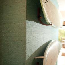 Tropical Living Room by Errez Design Inc.