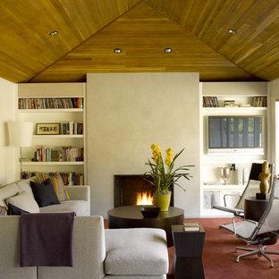 Ispirazione per un soggiorno design di medie dimensioni con pareti beige, sala formale, camino classico, cornice del camino in cemento, nessuna TV e pavimento grigio