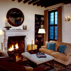traditional living room by Solomon+Bauer+Giambastiani Architects