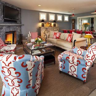 ミネアポリスのトラディショナルスタイルのおしゃれなリビング (コーナー設置型暖炉、グレーの壁、石材の暖炉まわり) の写真
