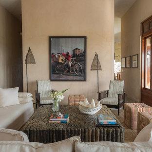 他の地域の巨大なトロピカルスタイルのおしゃれなLDK (ベージュの壁、コンクリートの床、テレビなし) の写真