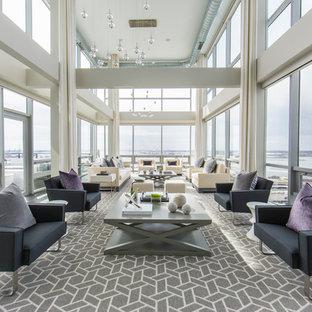 Ispirazione per un ampio soggiorno minimal stile loft con pareti bianche, pavimento in bambù, nessun camino, TV nascosta e pavimento grigio
