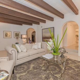 ロサンゼルスの巨大なトラディショナルスタイルのおしゃれな独立型リビング (フォーマル、白い壁、大理石の床、標準型暖炉、木材の暖炉まわり、テレビなし、白い床) の写真