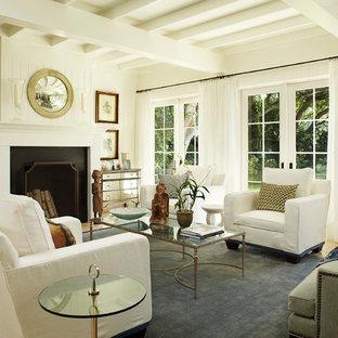 Пример оригинального дизайна: парадная, изолированная гостиная комната среднего размера в современном стиле с белыми стенами, полом из керамической плитки, стандартным камином, фасадом камина из дерева и коричневым полом без ТВ