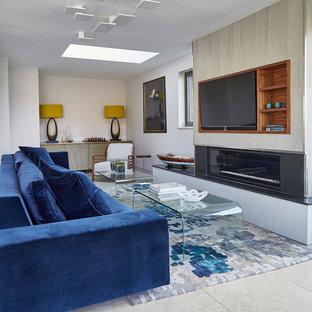 ウエストミッドランズの中サイズのカントリー風おしゃれなLDK (フォーマル、白い壁、ライムストーンの床、横長型暖炉、金属の暖炉まわり、埋込式メディアウォール) の写真