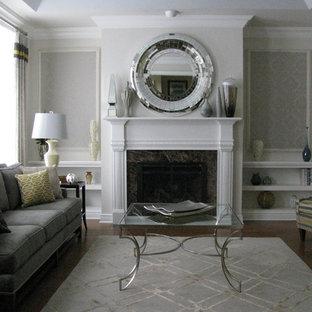 ニューヨークの中サイズのトラディショナルスタイルのおしゃれな独立型リビング (フォーマル、マルチカラーの壁、濃色無垢フローリング、標準型暖炉、漆喰の暖炉まわり、テレビなし、茶色い床) の写真