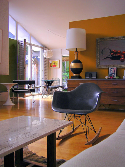 modern living room by Lisa Hallett Taylor