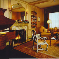 Traditional Living Room by Maggie Cohen, ASID, NCIDQ