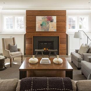 Immagine di un soggiorno design con pareti grigie, parquet scuro, camino classico e cornice del camino in legno