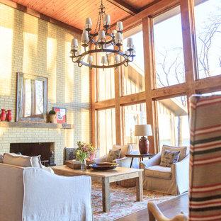 Foto di un grande soggiorno rustico aperto con pavimento in vinile