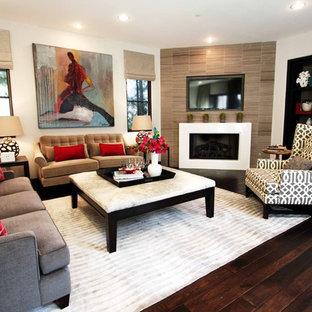 Foto di un soggiorno design chiuso con pareti beige e camino ad angolo