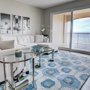 ジャクソンビルのビーチスタイルのおしゃれなLDK (グレーの壁、セラミックタイルの床、壁掛け型テレビ、グレーの床) の写真