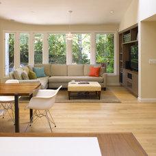 Modern Living Room by Ohashi Design Studio